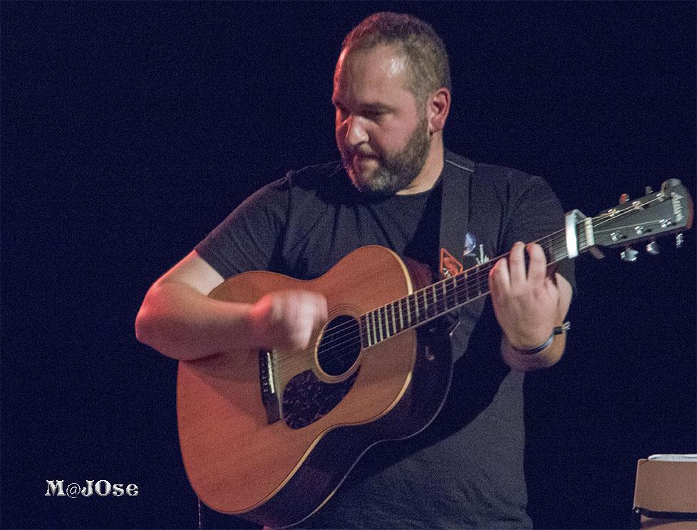 Moisés Suárez, profesoe de guitarra y buzuki
